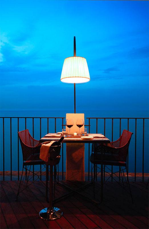 Grotta Palazzese tavolo singolo di sera