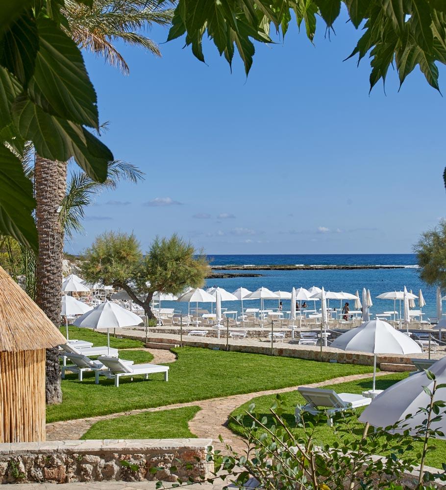 Grotta-Palazzese-Beach-Hotel-erbetta-sdraio